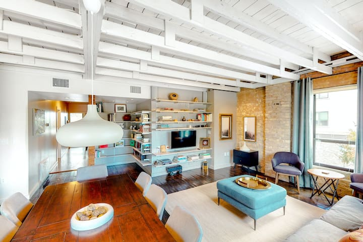 Inviting & historic loft w/private terrace & full kitchen - extremely walkable!!