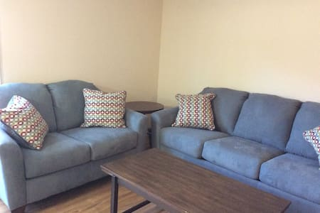 Garfield Apartment A!  Great location! - Salida - Lejlighed