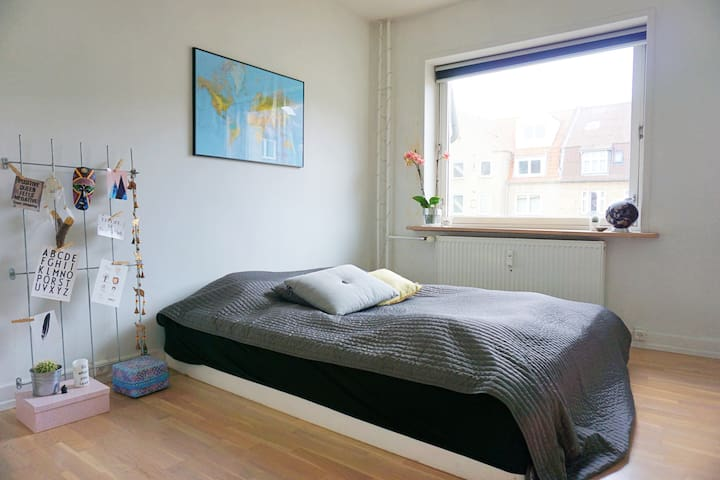Cozy apartment! Walking distance to city center