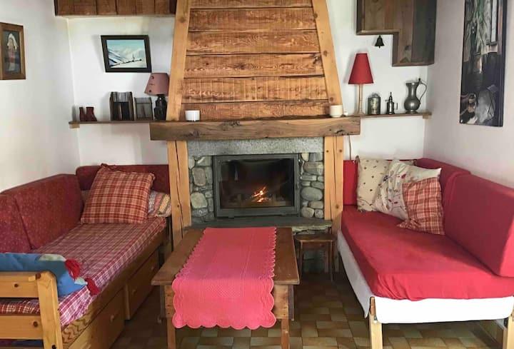 Maison dans un village savoyard en Maurienne.