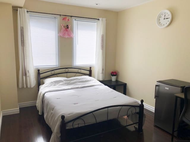 Private Room near Centennial College & Hwy 401