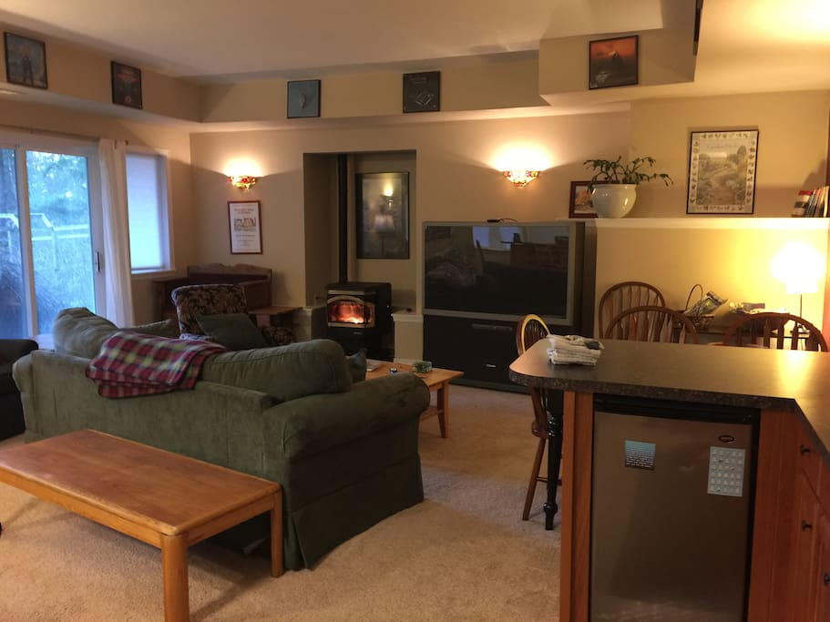 Large great room with pellet Stove, big screen TV