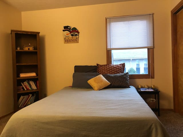 Downtown Close-to-Campus Private Bedroom