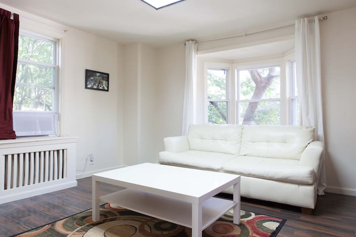 An Apartment to Call Home w/ Free Airport Pickup! - Queens - Departamento