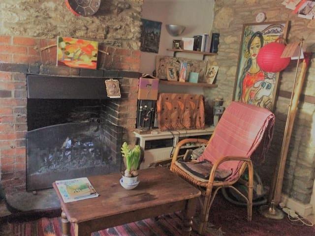 Malmesbury artist's period cottage, Wiltshire