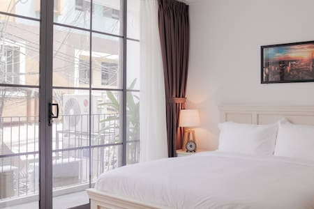♛ GORGEOUS ♛ 1-Bed boutique w/ balcony ♛