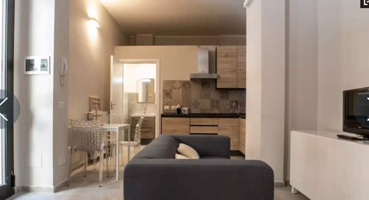 SMART 2 ROOMS FLAT CENTER NAVIGLI