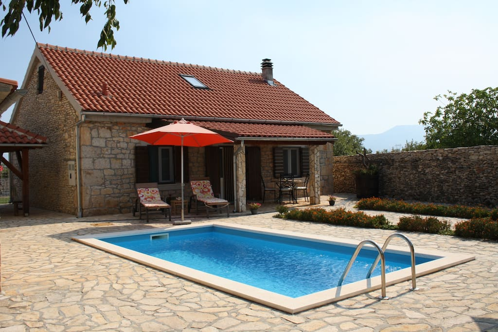 View at the house and the swimming pool
