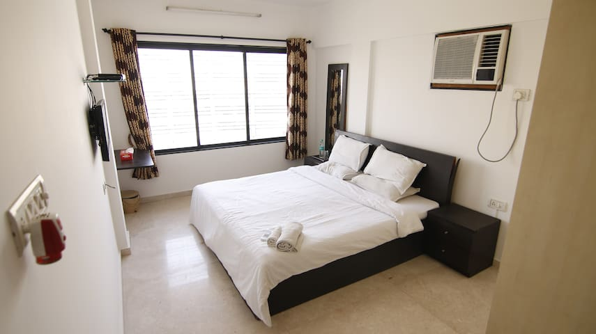 Private room near BKC in Bandra East, R1003.2