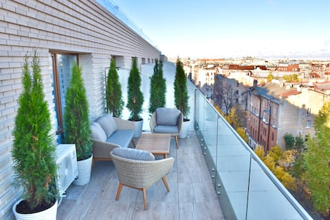 Lux Apartment. Huge terrace and King size bed