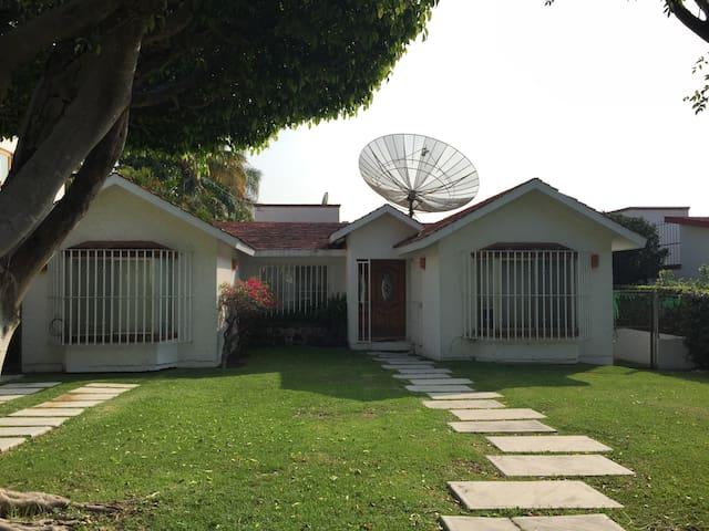 Cómoda Casa en Lomas de Cocoyoc - Fraccionamiento Lomas de Cocoyoc
