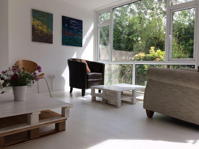 White Canvas Artist Guest House