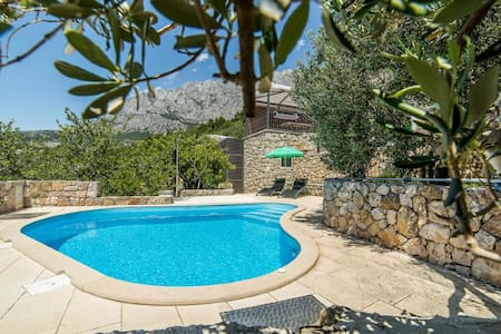 Villa Belvedere**** with heated pool and garden - Makarska