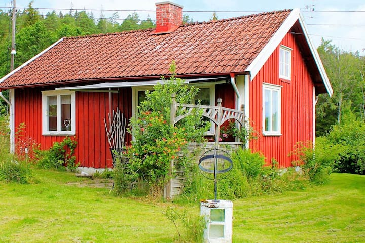 2 person holiday home in HJÄRTUM