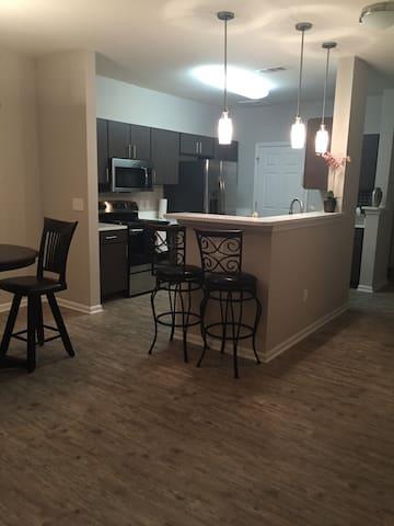 Modern, Upscale Eastern Shore Suite - Daphne - Lejlighed