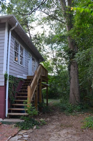 Downtown Decatur Wooded Apartment Retreat