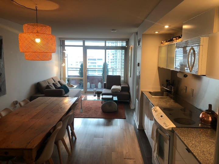 Luxury Downtown Condo Sublet w. Parking & Office