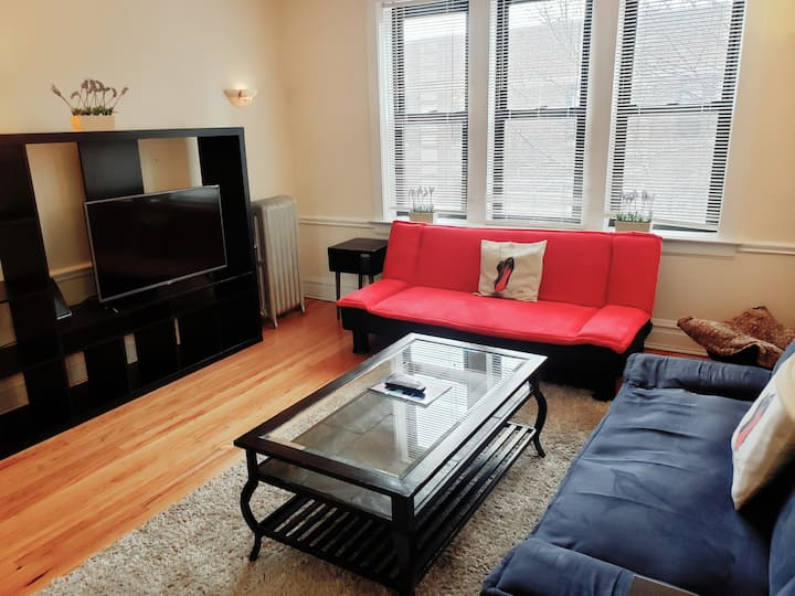 Lincoln Park/Boystown One-bedroom by Lakeshore Dr.