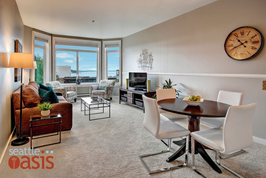 The open floor plan gives you plenty of space to lounge and enjoy your time in Seattle.