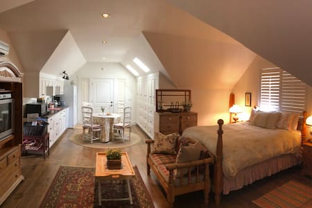 The Lakehouse Cottage Suite