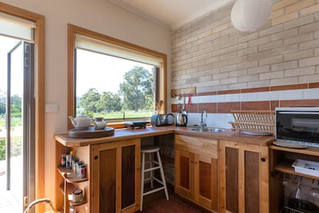2-bed sunny eco-unit on Metro stop. - Apartment