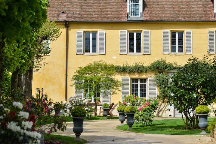 Maison ancienne dans village & parc - Noisy-le-Roi
