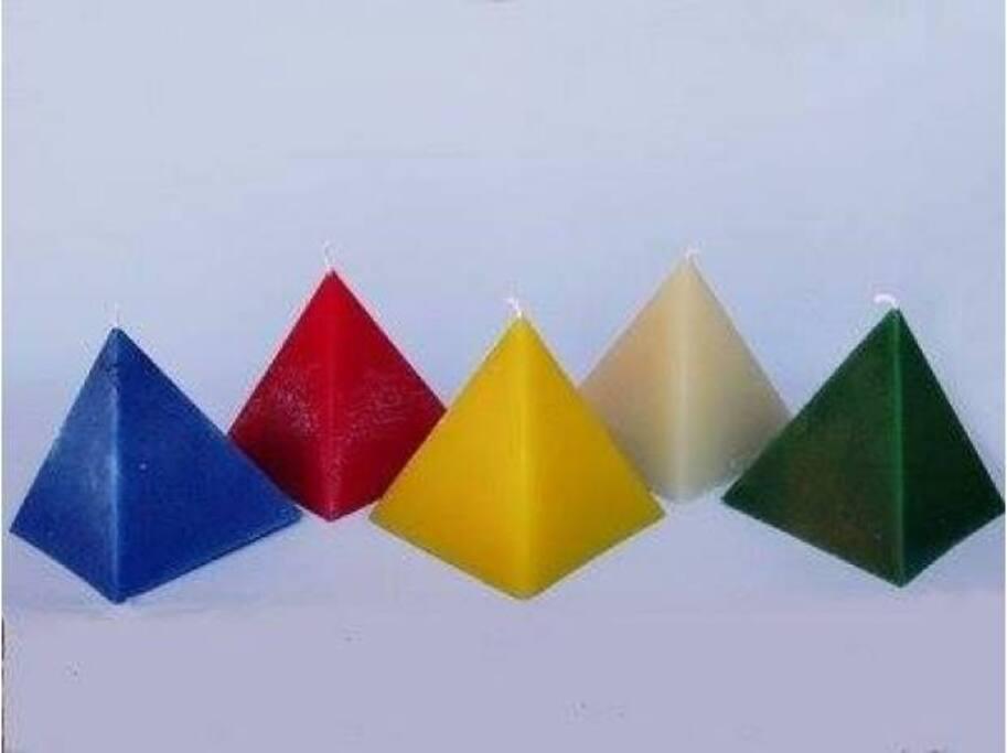 pyramidal de bougies thérapeutiques