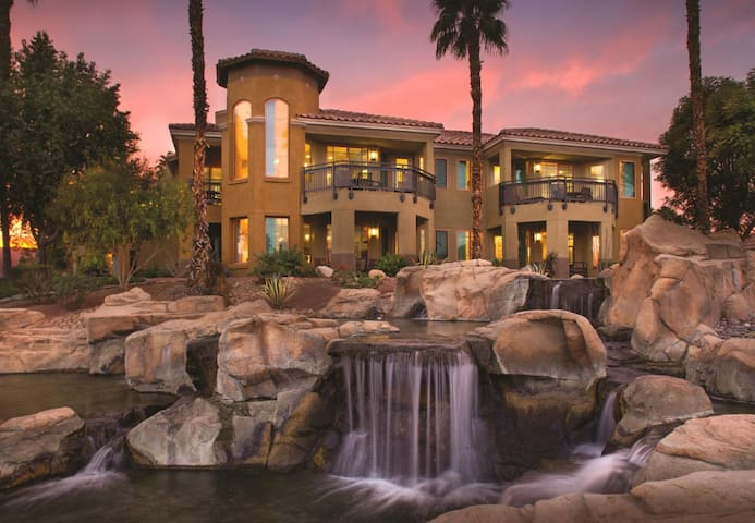 Desert Springs II Luxury Studio sleeps 4