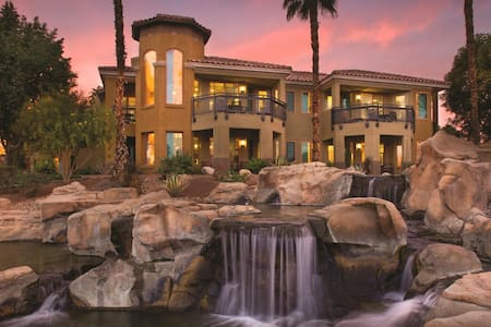 Desert Springs II Luxury Studio sleeps 4