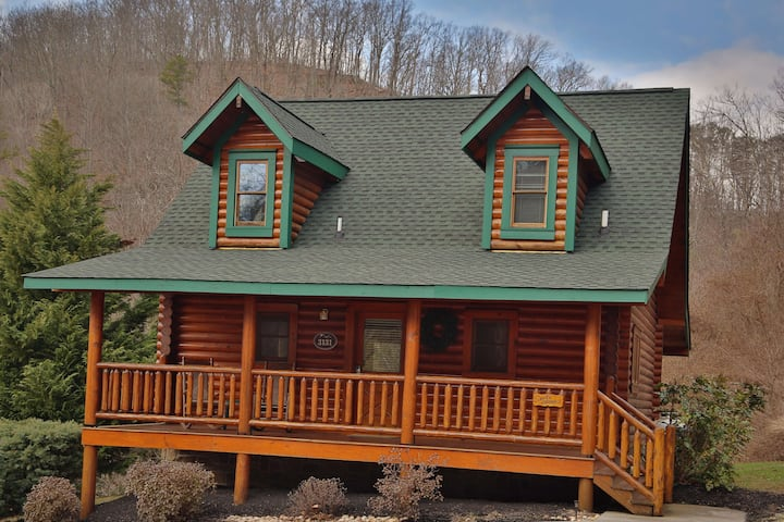 Smoky Cascades a 1BR cabin near the Smoky Mountains