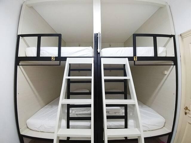 HomieStay 4 Capsule (Room C) 4 bed ready