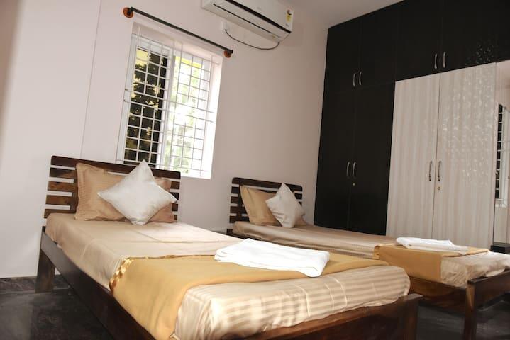 Mojo Living-2 BHK F02 furnished Apt near Manyatha