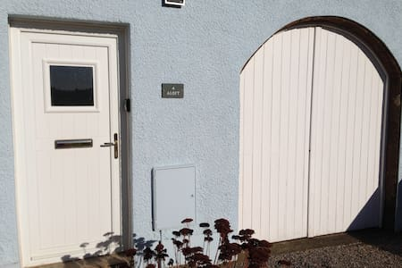 Aloft, a cottage with sea view - Allonby - House