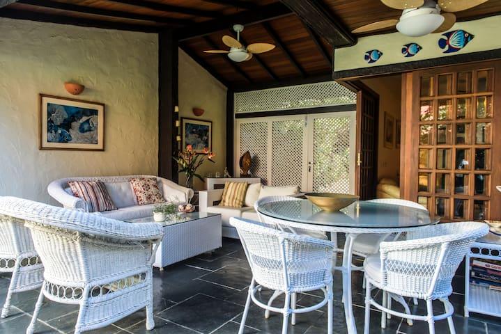 Casa em condomínio frente ao mar de Juquey