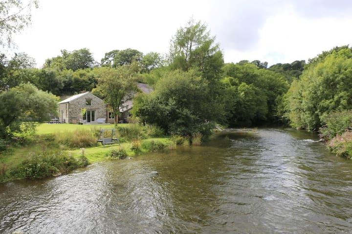 Beautiful riverside cottage near Machynlleth