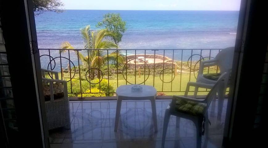 Private beach sea-front apartment  - Ocho Rios - Lejlighed