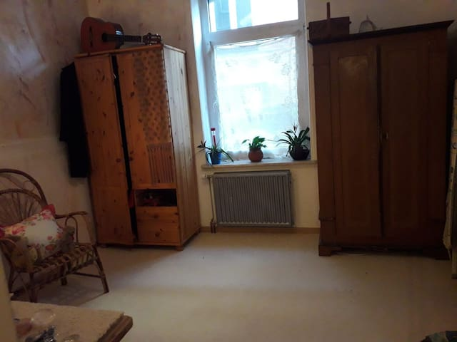 3 Room Flat 15 min to the Fair