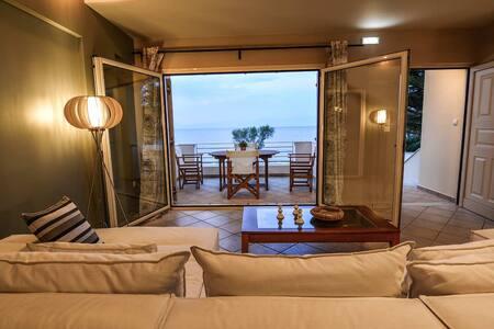 Aigli Luxurious Villa