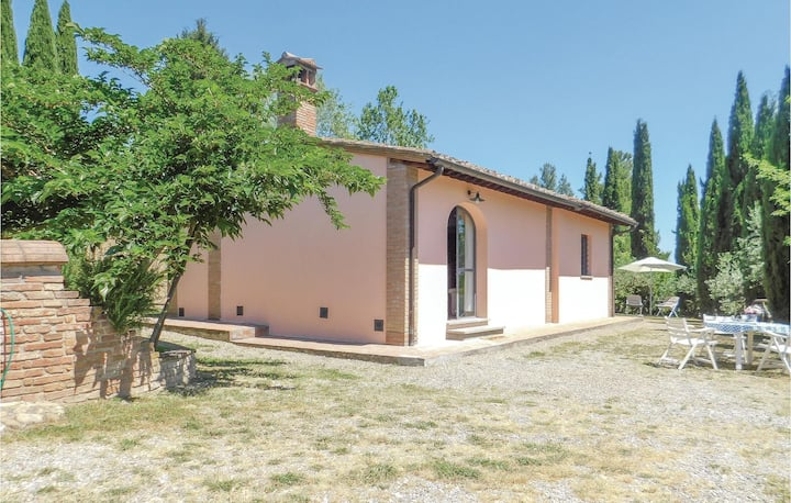 Awesome home in San Miniato with 2 Bedrooms