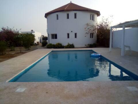 La case ronde  avec Piscine -Ndayane
