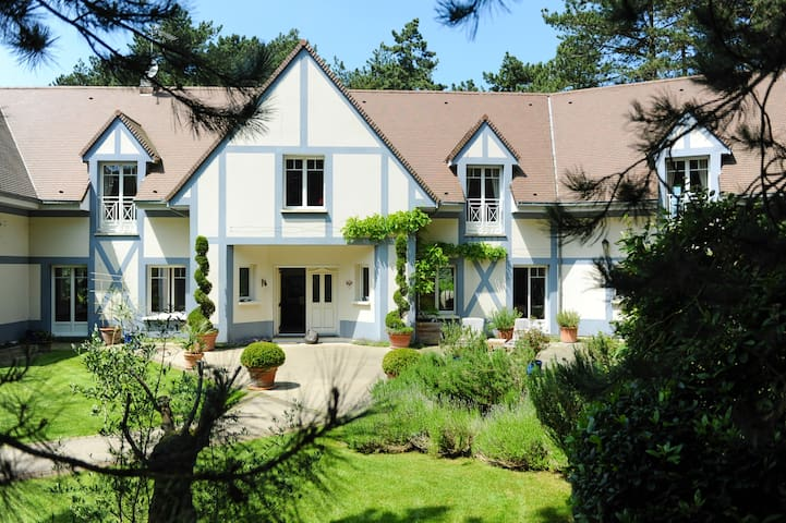 Luxury hardelot golf course villa for 19 people maisons for Chambre a louer neufchatel