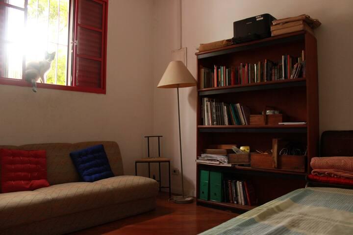 Quarto em La Cucaracha, casa-livraria