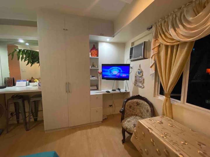 Comfy & Complete studio unit in Quezon city