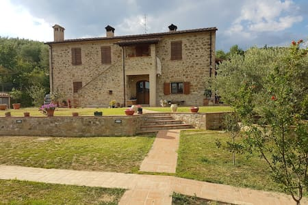 Renovated Stone Farmhouse 2 km from Lake Trasimeno