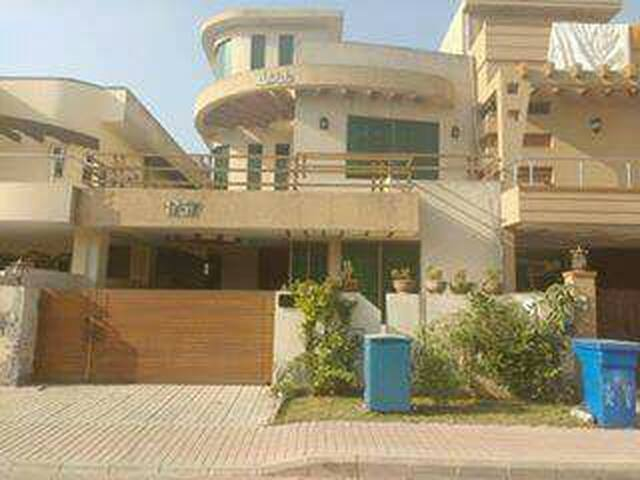 2 private rooms available in Bahria Town Phase 3
