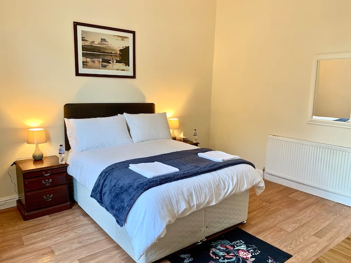 **Large, Clean Bedroom, 10mins to B'ham City**