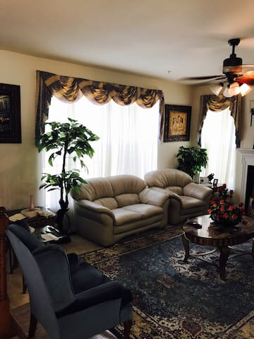 Clean Living room w/ cable & wifi
