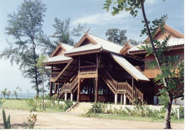 Ruen Thai Rim Haad - 3 BR Teak Wood Villa Sea View