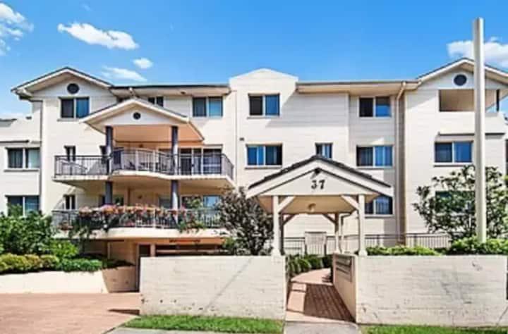 Sunny Hornsby Apartment