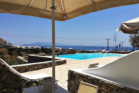 Rhenia Studio offering pool and sea view